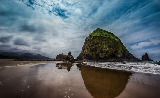 Haystack Rock, Cannon Beach, OR photo: Wikipedia